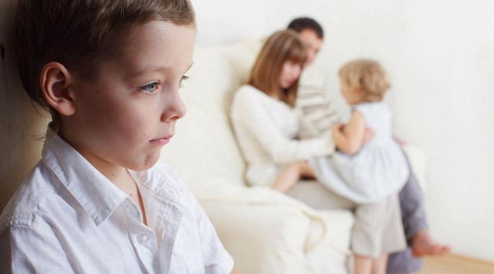 تبعیض بین فرزندان موجب تضعیف روابط خانوادگی میشود.