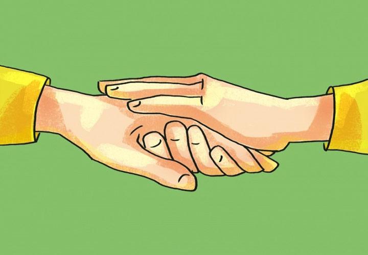 گذاشتن کف دست آزاد روی دست طرف مقابل